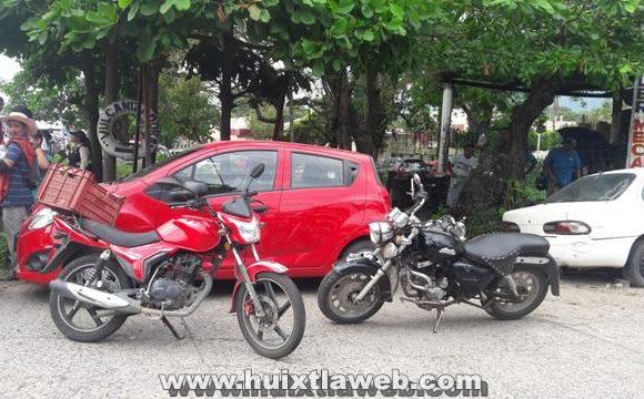 Dos lesionados al chocar motociclistas en Huixtla