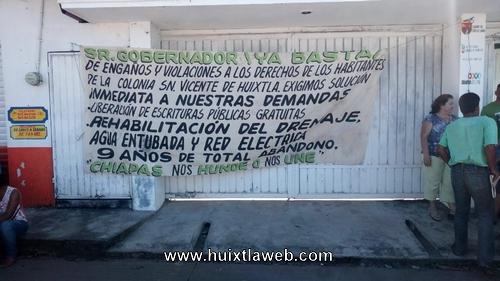 Damnificados del Stan se manifiestan en casa de Gobierno en Huixtla