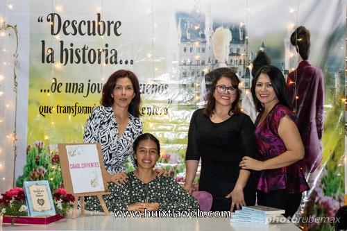Estudiante de 16 años presenta su libro en Huixtla