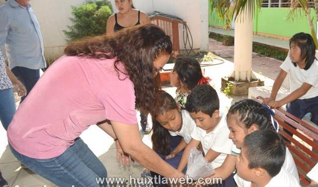 DIF municipal de Huixtla visita y entrega apoyos a niños de escuela de educación especial