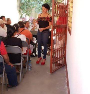 Olvita Palomeque Entrega folios de 65 y más a adultos mayores de su Distrito