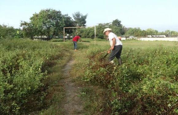 Gobierno municipal realiza limpieza en distintos puntos de Huixtla