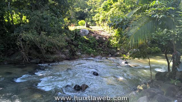 Tuzanteco es acusado por daños a tubería de agua potable