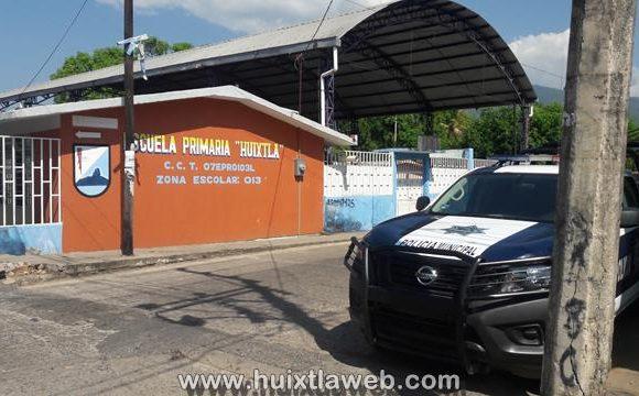 Sujeto amenaza con arma de fuego a maestro en la primaria Huixtla cuando daba clases