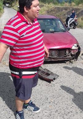 Motociclista choca contra vehículo en Huixtla