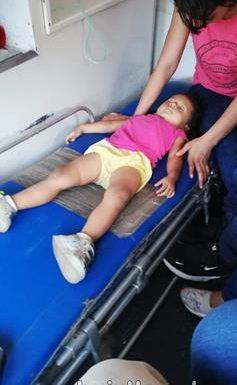 Niña migrante de dos años se convulsiona por golpe de calor