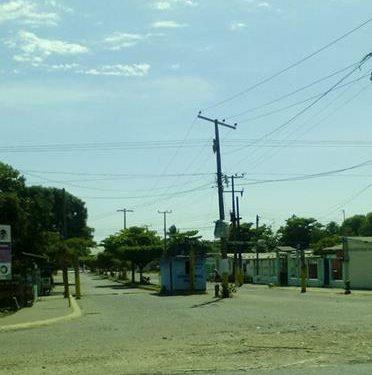 Sujeto encapuchado asalta a adolescentes motociclistas en la obrera de Huixtla