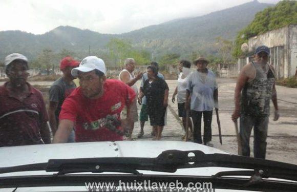 Con palos y machetes despojan tierras recién restituidas en Huixtla