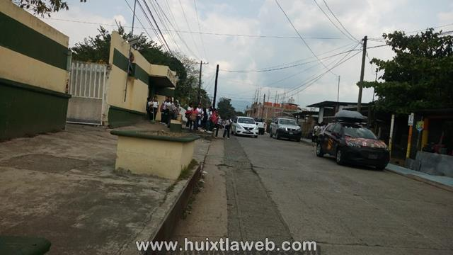 Desconocidos intentan levantar a dos estudiantes en calles de Huixtla