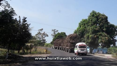 Peligro latente tractores que jalan carretas de caña