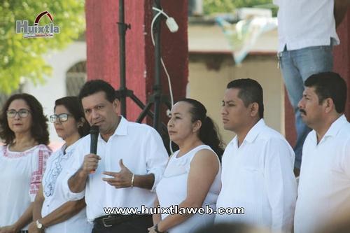 El gobierno municipal de Huixtla llevó a efecto el homenaje cívico como cada lunes
