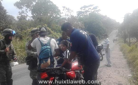 Tres heridos al chocar motociclistas en Tuzantán, entre ellos una menor de edad