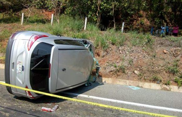 Chocan vehículo por alcance carretera Huixtla Huehuetán