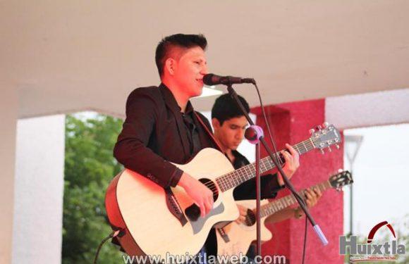 Espectacular concierto de Alexis Cristóbal en el parque central de Huixtla