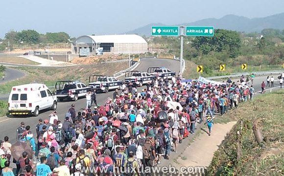Caravana de centro americanos continuo su paso rumbo a Villa Comaltitlán