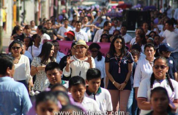 Con una marcha conmemoran el día internacional de la mujer en Huixtla