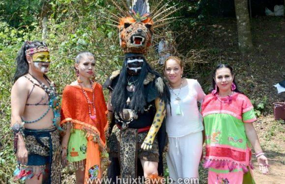 Visitantes viven el equinoccio de primavera en la piedra de Huixtla