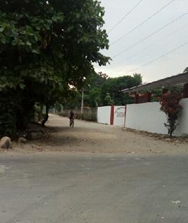 Maestro se opone para pavimentar calle en Huehuetán