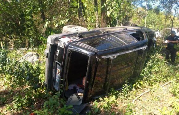 Dos lesionado al volcar vehículo carretera Huixtla a Motozintla