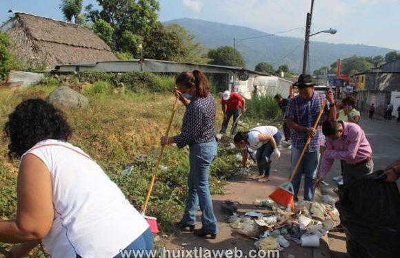 DIF y Ayuntamiento Realizan Descacharramiento en avenidas principales de Huixtla
