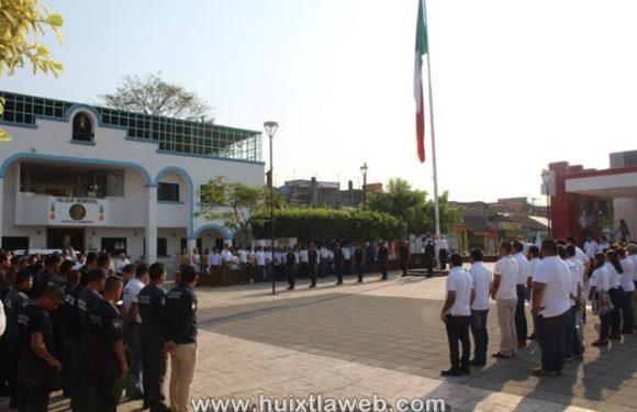 Homenaje y ofrenda floral en el natalicio de Benito Juárez en Huixtla