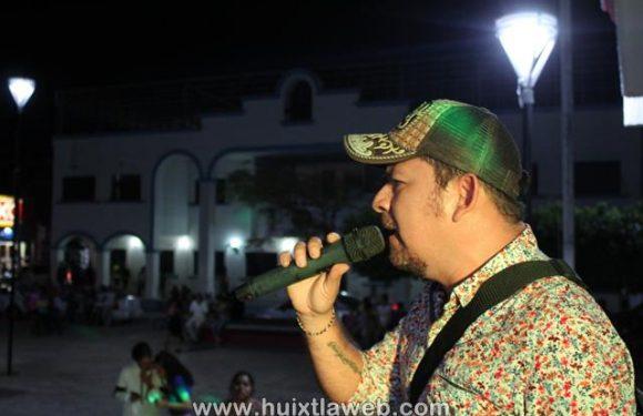 Continúan con éxito los sábados de alegría en el parque central de Huixtla