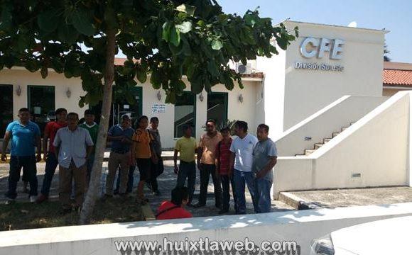 Más de 20 días sin luz, comunidades de Tuzantán, se manifestaron en las oficinas