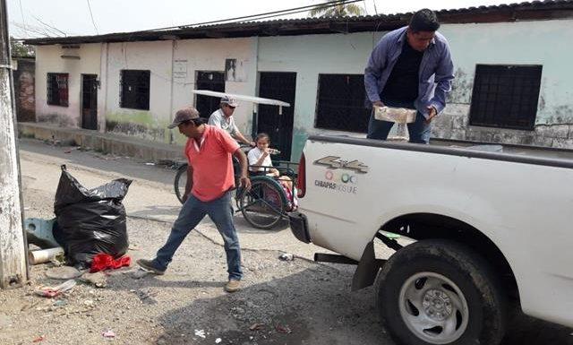 Salud municipal realiza acciones de eliminación de criaderos en Huixtla