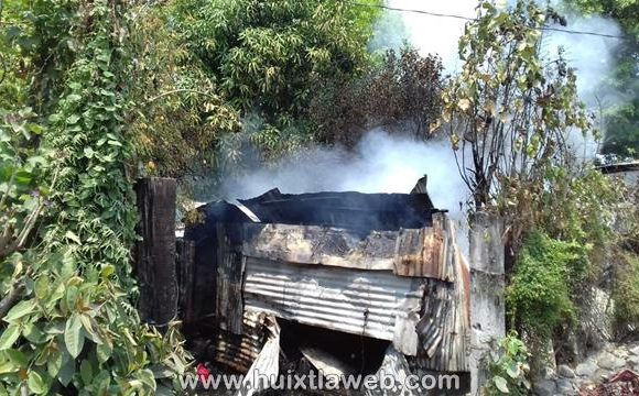 Reducido a cenizas humilde vivienda en Mapastepec