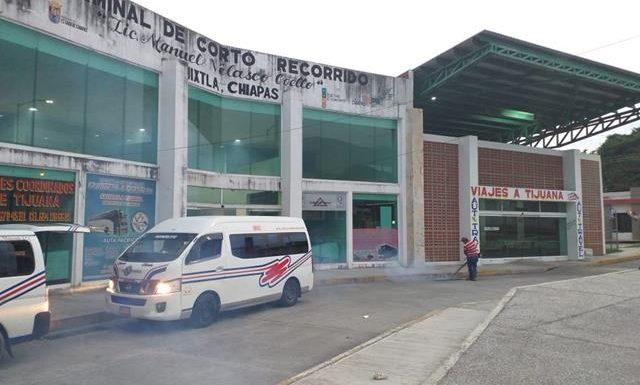 Continúa realizando fumigaciones en edificios públicos en Huixtla
