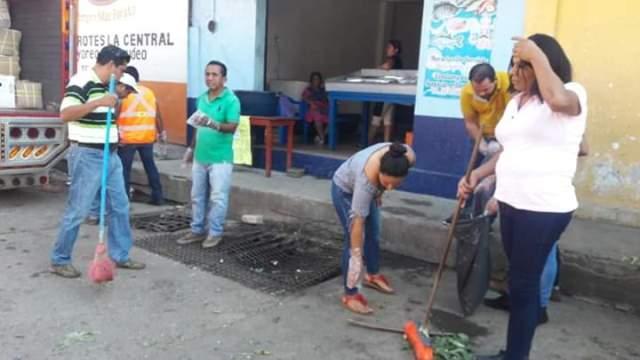 Gobierno de Huixtla realizó limpieza en el mercado Miguel Hidalgo