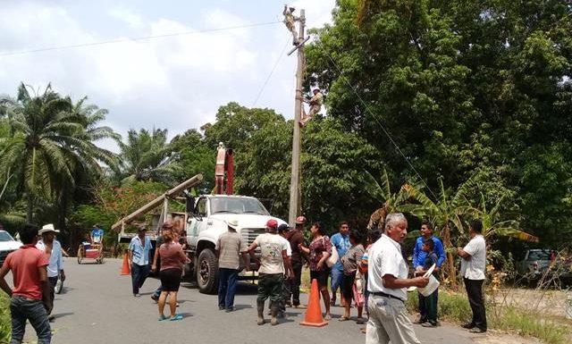 Logran acuerdos comunidades de villa Comaltitlán y la CFE por daños
