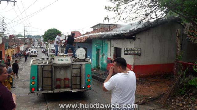 Gobierno municipal de Huixtla apoya a familia afectada por el incendio
