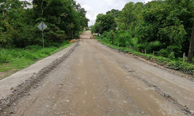 Lento los trabajos de rehabilitación de carretera en Tuzantán