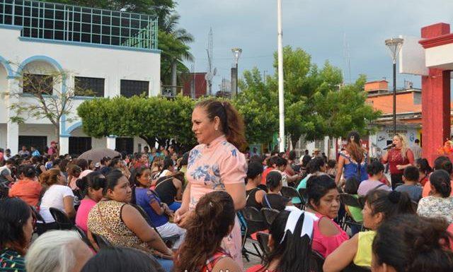 El sistema de desarrollo integral de la familia festejo el 10 de mayo a las mamás huixtlecas
