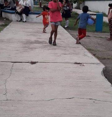 Migrantes utilizan a niños para pedir monedas en Huixtla