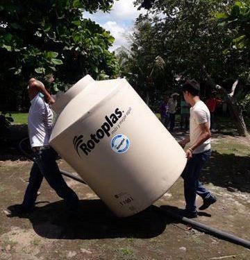 Cumple alcalde de Tuzantán capricho de recoger material donado a un kínder