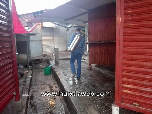 El gobierno municipal de Huixtla como medidas preventivas realizo: fumigación en espacios publicos, escuelas, y colonias