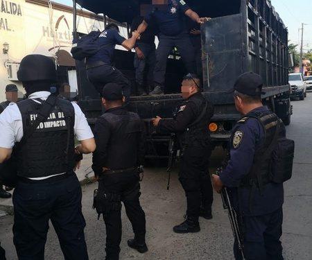 Realiza Fiscalía del Estado diligencia de cateo en instalaciones de la policía municipal de Huixtla