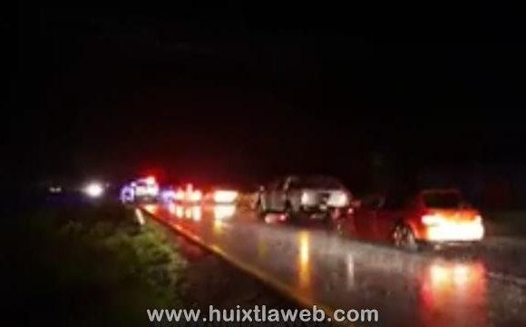 Cuatro lesionados al chocar vehículo contra un tráiler en Mapastepec