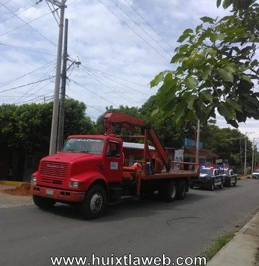 Empleado de CFE sufre descarga eléctrica en Huixtla