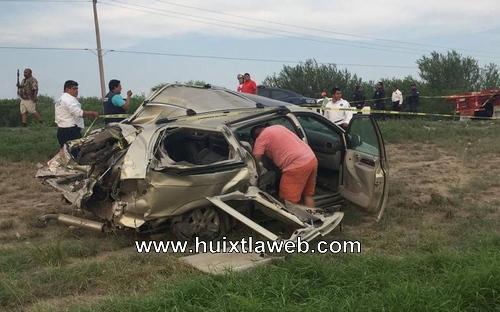 Familia espera cuerpo de estudiante de la preparatoria de Huixtla que murió en accidente