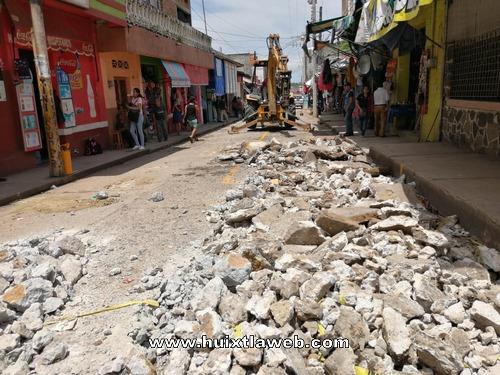 Inician obra de pavimentación en calles del mercado Huixtla