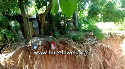 Se colapsa muro de contención en colonia de Huixtla