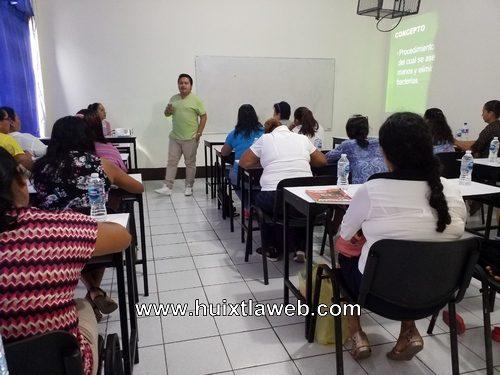 El gobierno de Huixtla realizo capacitación a las auxiliares en salud