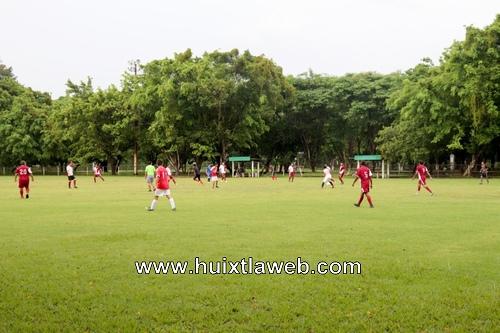 Encuentro de Futbol Huixtla contra Tuxtla Chico en la unidad deportiva