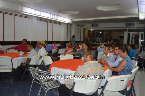 Reunión de salud municipal con líderes de iglesias de Huixtla