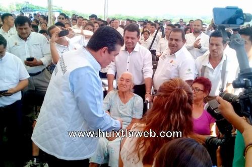Edil de Huixtla asiste a entrega de ayuda humanitaria