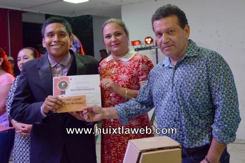 """Concluye """"Voces de mi pueblo"""" con mucho éxito en el parque central de Huixtla"""