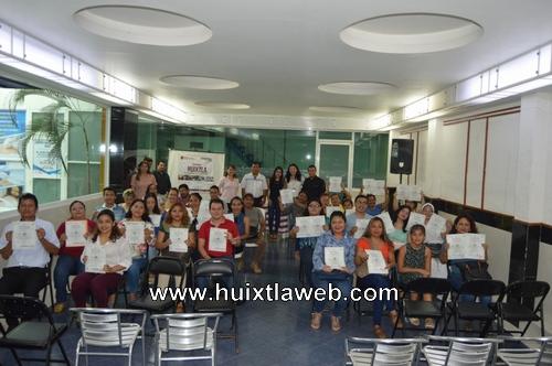 """El gobierno de Huixtla e ICATECH realizaron la entrega de constancias del curso """"redacción de documentos Administrativos"""""""